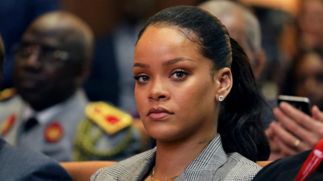 Rihanna saat menghadiri acara di Senegal.