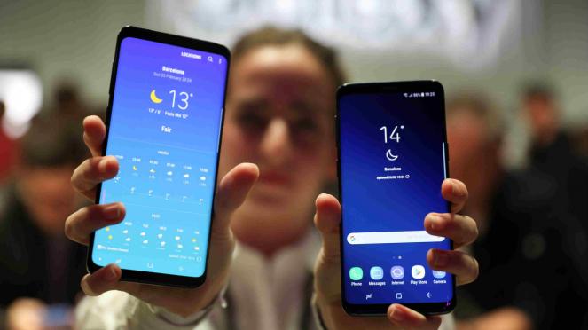 Samsung Galaxy S9 (kanan) dan Galaxy S9 Plus (kiri).