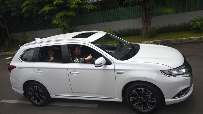 Mobil Listrik Mitsubishi Outlander PHEV