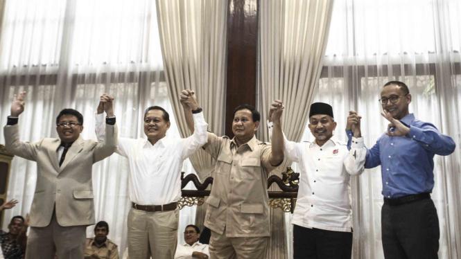 Ketua Umum dan Ketua Dewan Pembina Partai Gerindra, Prabowo Subianto (tengah)