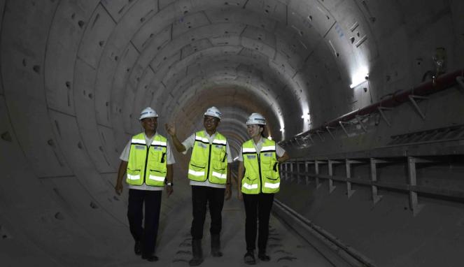 Direktur Konstruksi PT MRT Jakarta, Silvia Halim (kanan)