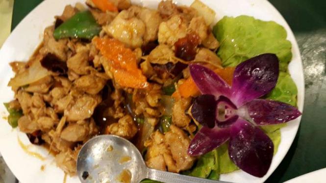 Masakan ayam di Yunus Halal Restaurant di Taiwan