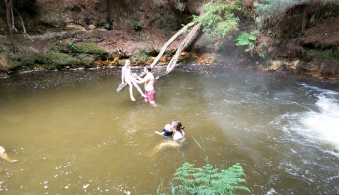 Kerosene Creek di Rotorua, Selandia Baru.