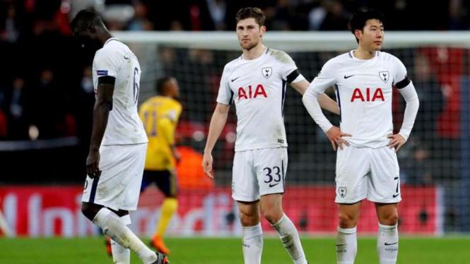 Para pemain Tottenham Hotspur meratapi kekalahan dari Juventus