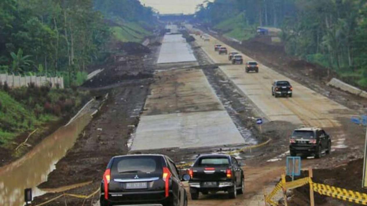 Pembangunan Jalan Tol Semarang-Solo Seksi IV dan V.