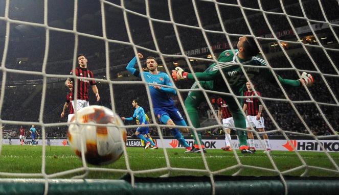 Arsenal Kalahkan AC Milan di San Siro
