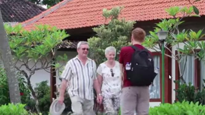Bule ngerjain bule di Bali.