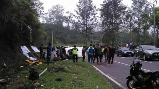 Kondisi minibus yang kecelakaan di Tanjakan Emen, Subang, Jawa Barat.