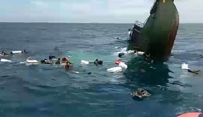 Kapal diduga milik Kodam Jaya tenggelam di Perairan Kepulauan Seribu