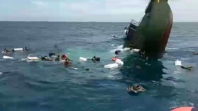 Kapal tenggelam. (Ilustrasi)
