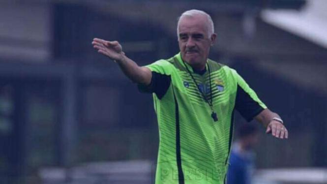 Pelatih Persib Bandung, Roberto Carlos Mario Gomez
