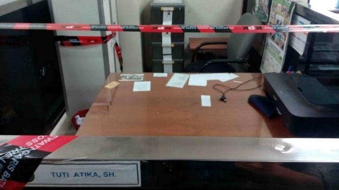 Ruang hakim di PN Tangerang diberi garis KPK