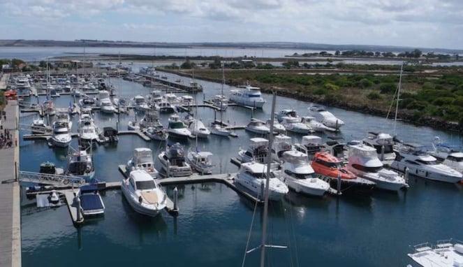 Dermaga kapal pesiar pribadi yacht di Queenscliff Australia