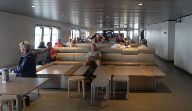 Ruang penumpang kapal feri MV Sorrento