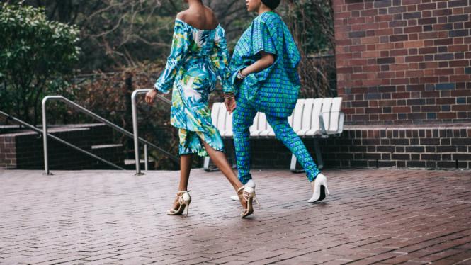 Wanita mengenakan high heels