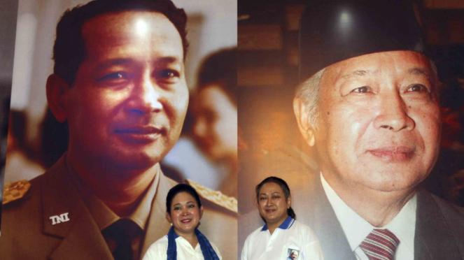 Dua putri almarhum mantan Presiden Soeharto, Siti Hediati Hariyadi alias Titiek Soeharto (kiri) bersama Siti Hutami Endang Adiningsih alias Mamiek Soeharto (kanan)