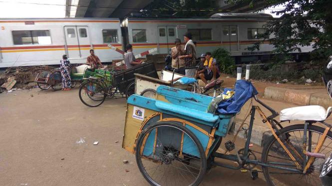 Sejumlah becak yang mangkal di Tambora, Jakarta Barat