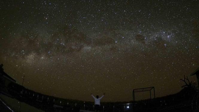 Pemandangan gugusan Bima Sakti atau Milky Way saat malam