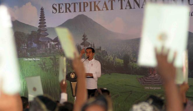 Kegiatan bagi-bagi sertifikat oleh Presiden Joko Widodo