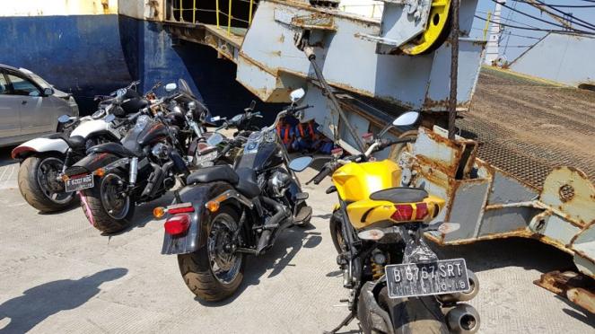 Motor mewah Bupati Hulu Sungai Tengah, Abdul Latif tiba di Jakarta