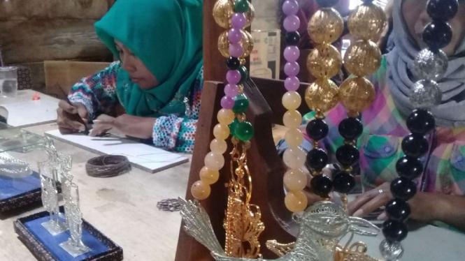 Kerajinan sentra logam dari limbah elektronik di Demak, Jawa Tengah