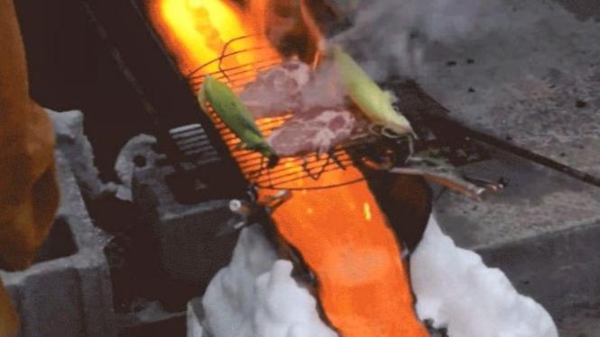 Memanggang daging di atas lava.
