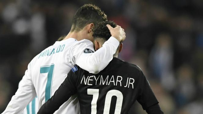 Bintang Real Madrid, Cristiano Ronaldo bersama Neymar.