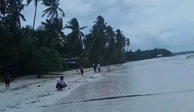 Wisata Ke 10 Pulau Cantik Lewat Pantai Ngurbloat Halaman 3