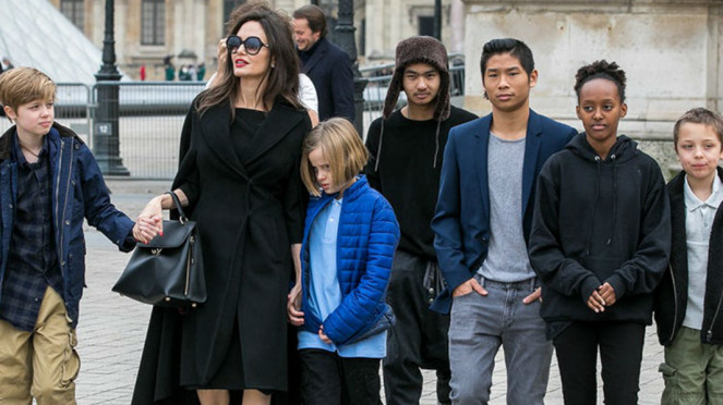 Angelina Jolie dan anak-anaknya