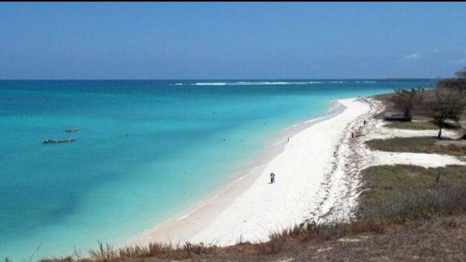 Mengintip Sejuta Keindahan Pantai Cemara Lombok Viva