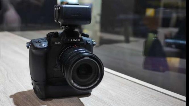 Lumix DC-GH5S.