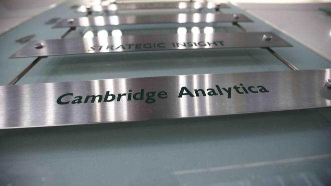 Logo firma jasa analisis data Cambridge Analityca.