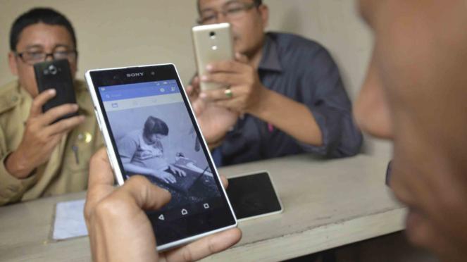Sorot Facebook - Masyarakat pengguna media sosial