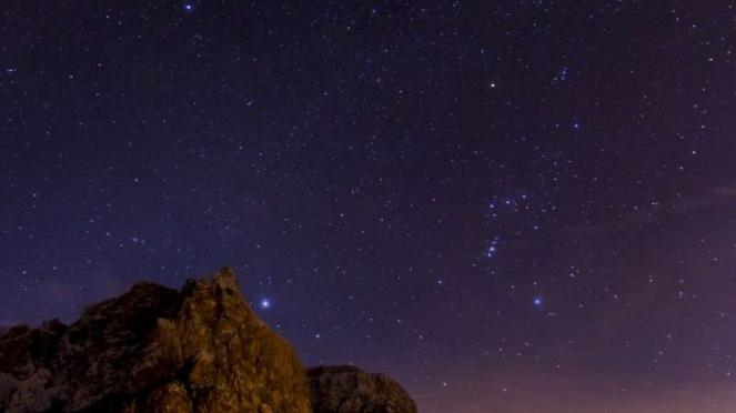 Ilustrasi langit bertabur ribuan bintang