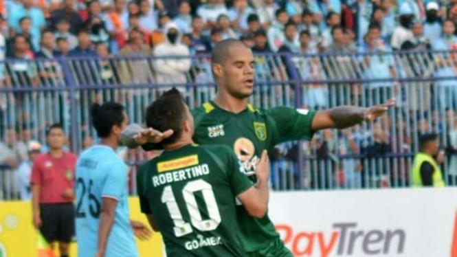 Striker Persebaya Surabaya, David da Silva (kanan).