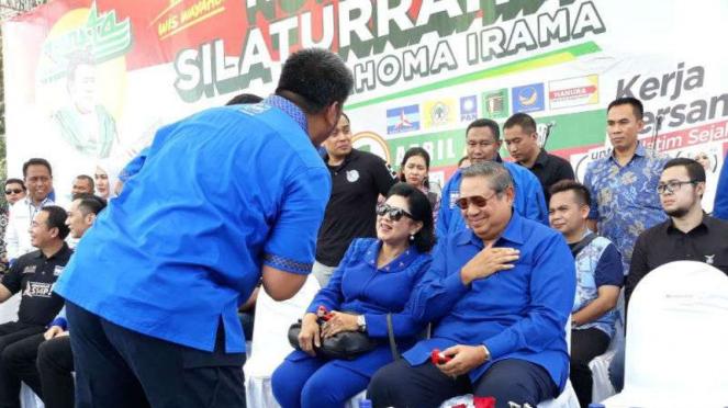 Susilo Bambang Yudhoyono dan Ani Yudhoyono dalam kampanye Khofifah-Emil