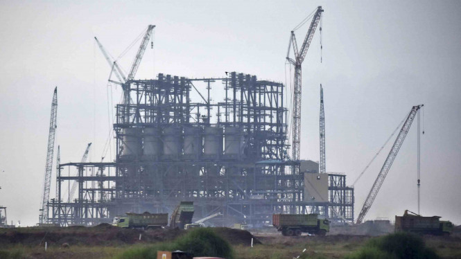 Aktivitas pembangunan proyek pembangkit listrik tenaga uap (PLTU) Batang