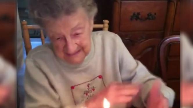 Nenek ulang tahun.