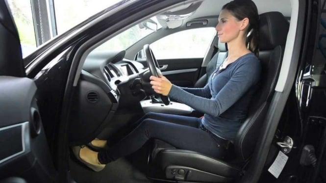 Ilustrasi posisi mengemudi mobil.