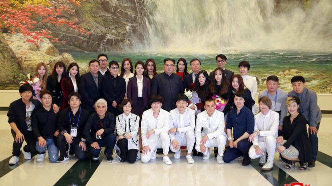 Kim Jong Un Tonton K-Pop di Pyongyang