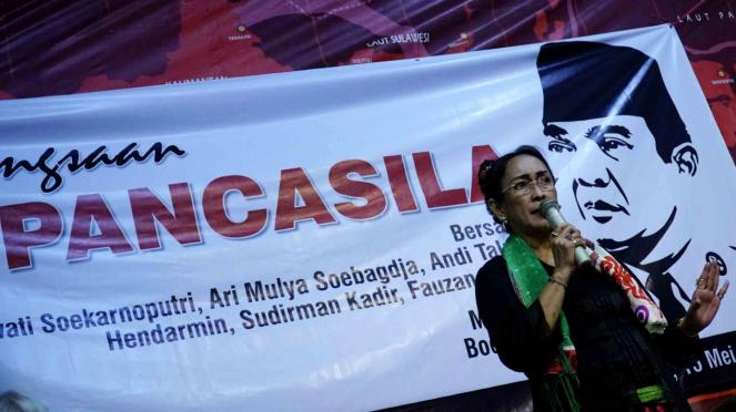 Sukmawati Soekarno Putri memberikan pemaparannya pada acara seminar kebangsaan
