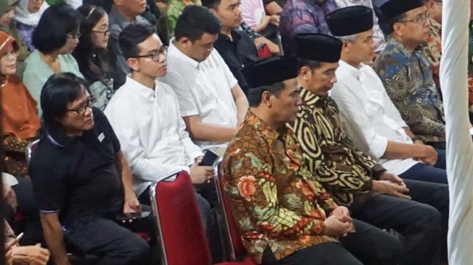 Presiden Jokowi melayat keluarga besannya di Solo