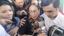 https://thumb.viva.co.id/media/frontend/thumbs3/2018/04/04/5ac4b066ae651-sukmawati-soekarnoputri_213_120.jpg