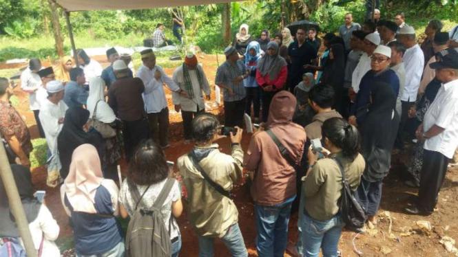 Pensiunan TNI AL, Hunaedi dimakamkan di TPU Hankam, Cilandak, Jakarta Selatan.