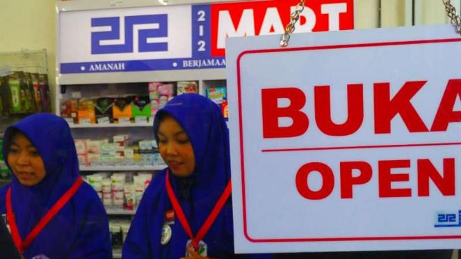 Gerai swalayan 212 Mart di Kota Bengkulu saat dibuka perdana pada Jumat, 6 April