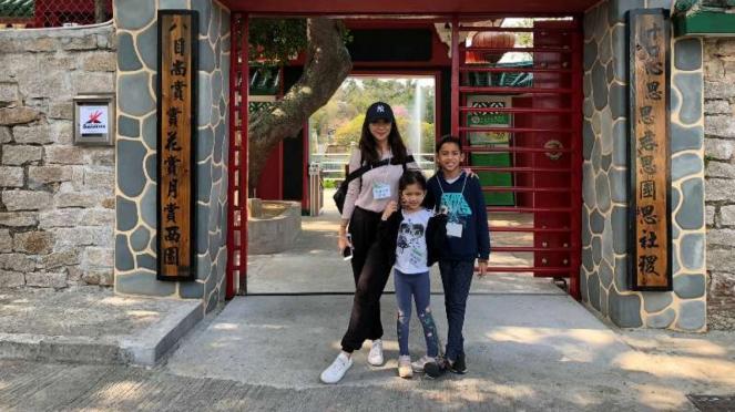 Nana Mirdad dan anaknya di Sai Yuan