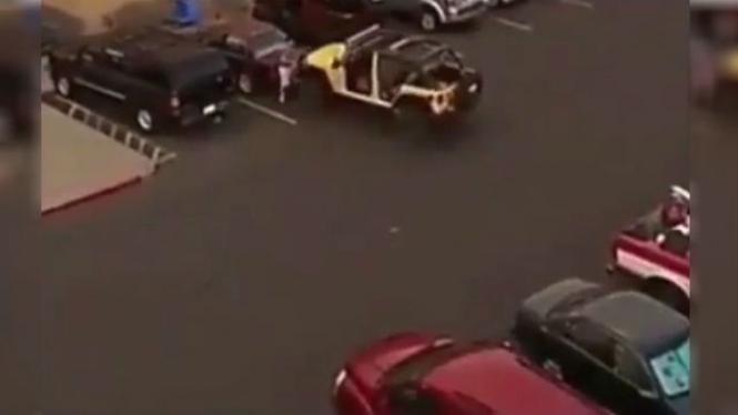 Parkir kendaraan.