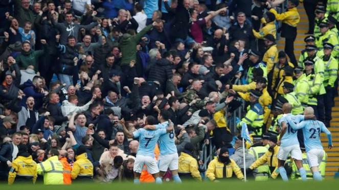 Pemain Manchester City rayakan gol