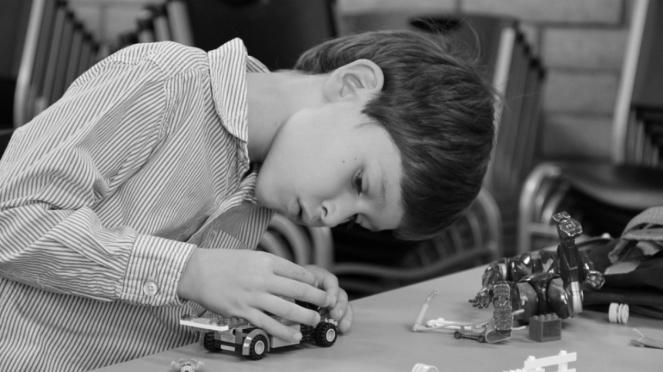 Ilustrasi anak main lego
