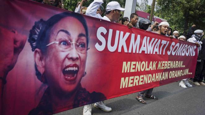 Aksi unjuk rasa terkait puisi Sukmawati Soekarno Putri